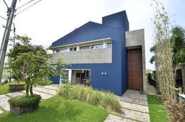 Casas de estilo moderno por HECHER YLLANA ARQUITETOS