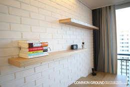 Projekty,  Salon zaprojektowane przez 커먼그라운드