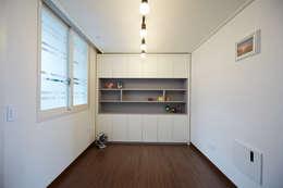 잠실파크리오 아파트 리모델링 (Before & After): DESIGNSTUDIO LIM_디자인스튜디오 림의  침실