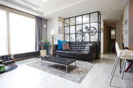 DESIGNSTUDIO LIM_디자인스튜디오 림: modern tarz Oturma Odası