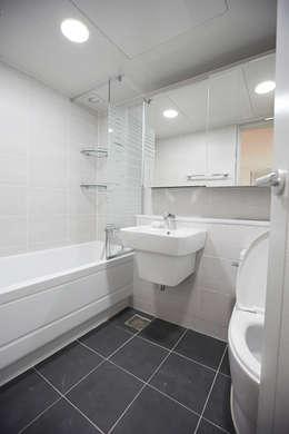 사당동 현대아파트 리모델링 : DESIGNSTUDIO LIM_디자인스튜디오 림의  화장실