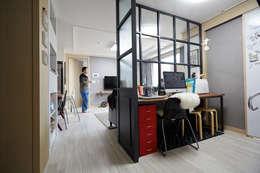 광교 에듀하임 리모델링 : DESIGNSTUDIO LIM_디자인스튜디오 림의  서재 & 사무실