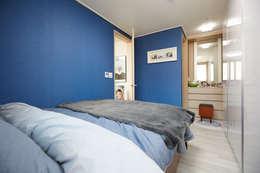 Projekty,  Sypialnia zaprojektowane przez DESIGNSTUDIO LIM_디자인스튜디오 림