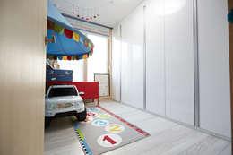 Chambre d'enfant de style de style Moderne par DESIGNSTUDIO LIM_디자인스튜디오 림