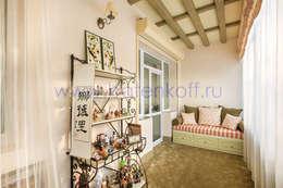 Фото реализованного под ключ балкона и спальни в кантри стиле от Батенькофф: Tерраса в . Автор – Дизайн студия 'Дизайнер интерьера № 1'