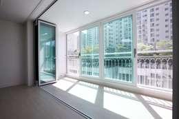 쌍령동 동성아파트 리모델링 (Before & After): DESIGNSTUDIO LIM_디자인스튜디오 림의  베란다
