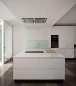 modern Kitchen by MARLENE ULDSCHMIDT
