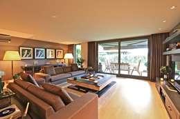 Kerim Çarmıklı İç Mimarlık – K.K EVİ: modern tarz Oturma Odası