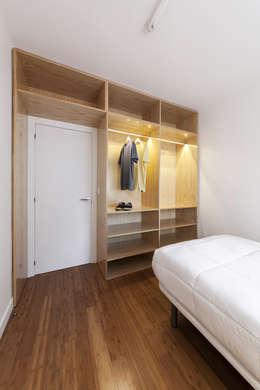 Nan Arquitectos: modern tarz Yatak Odası