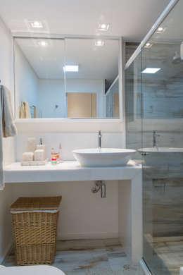 Ванные комнаты в . Автор – Milla Holtz Arquitetura