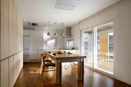 홍성주택: 위무위 건축사사무소의  다이닝 룸