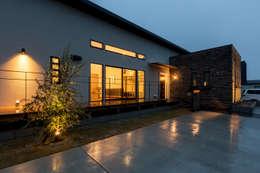 Casas de estilo escandinavo por 株式会社 鳴尾工務店