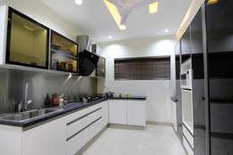 Flat: modern Kitchen by NA ARCHITECTS