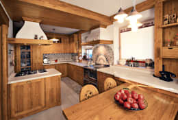rustic Kitchen by STUDIO ABACUS di BOTTEON arch. PIER PAOLO