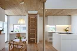modern Dining room by アトリエ スピノザ