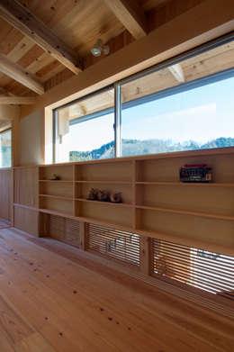 Projekty,  Pokój multimedialny zaprojektowane przez 大森建築設計室