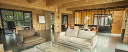 maison showroom: Maisons de style de style Minimaliste par Maison bois Mikabois