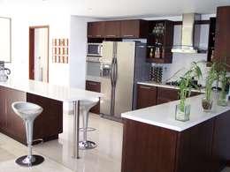 Cocinas de estilo moderno por Ladosur