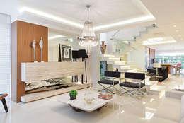 Projekty,  Salon zaprojektowane przez ANDRÉ PACHECO ARQUITETURA