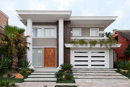 Casas de estilo ecléctico por ANDRÉ PACHECO ARQUITETURA