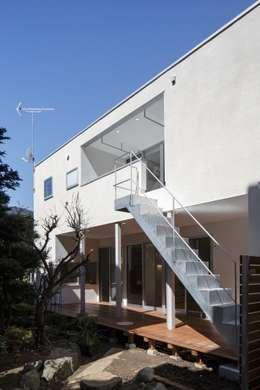 Maisons de style de style Moderne par アトリエ スピノザ