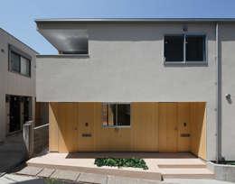 Projekty, skandynawskie Domy zaprojektowane przez アトリエ スピノザ