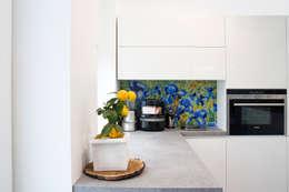 Двухуровневая квартира в ЖК Avenue: Кухни в . Автор – Студия дизайна Саши Федоренко