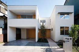 Casas de estilo moderno por アトリエ スピノザ