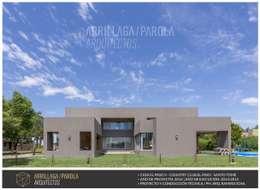 Casa El Paso V: Casas de estilo moderno por ARRILLAGA&PAROLA