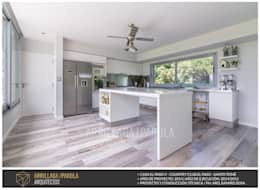 Casa El Paso V: Cocinas de estilo moderno por ARRILLAGA&PAROLA