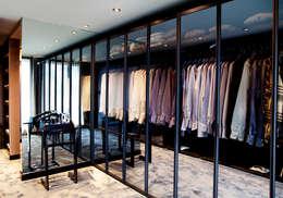 Kerim Çarmıklı İç Mimarlık – K.Ç EVİ: modern tarz Giyinme Odası