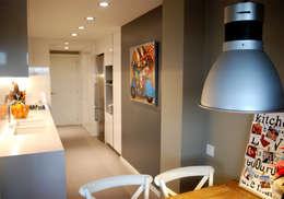 Cocinas de estilo moderno por OutSide BCN LED Lighting