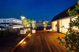 Projekty,  Taras zaprojektowane przez 一級建築士事務所 株式会社KADeL