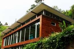 Fachada: Casas de estilo moderno por Artek sas