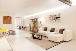 Salon de style de style Moderne par Markham Stagers