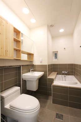 여좌동주택: 핸디디자인 의  화장실