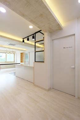 진해 자은동 주택 : 핸디디자인 의  다이닝 룸