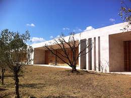 Maison ligne: Maisons de style de style Méditerranéen par Hamerman Rouby Architectes
