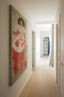 Corridor & hallway by Ardesia Design