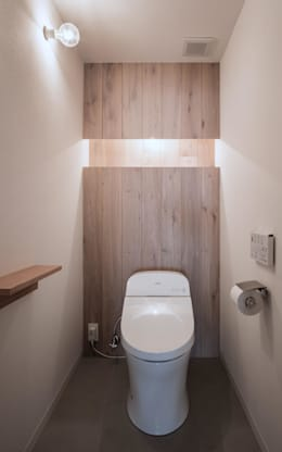 eclectic Bathroom by 一色玲児 建築設計事務所 / ISSHIKI REIJI ARCHITECTS