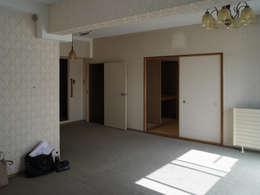 de estilo  por 一色玲児 建築設計事務所 / ISSHIKI REIJI ARCHITECTS