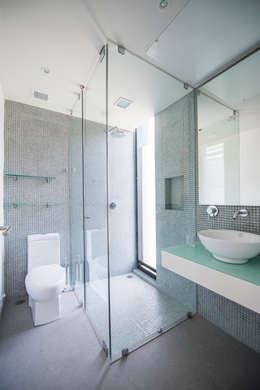 ESTUDIO TANGUMA: modern tarz Banyo