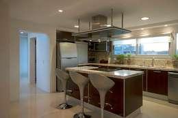 Cocinas de estilo moderno por Estudio PM