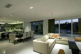 Casa M: Comedores de estilo moderno por Estudio PM