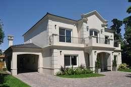 Casa A: Casas de estilo clásico por Estudio PM