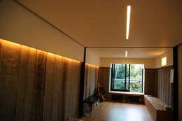 Гостиная в . Автор – IEUNG Architect