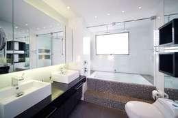 Salle de bain de style de style Moderne par Mako laboratorio