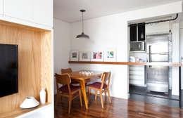 scandinavian Dining room by INÁ Arquitetura