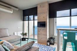 Salas/Recibidores de estilo mediterraneo por Dröm Living