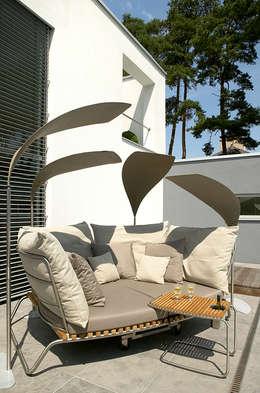 Balcones, porches y terrazas de estilo moderno por nicolai fuhrmann product design